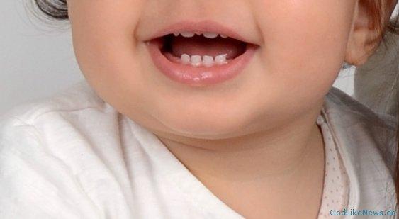 Baby Zahnt Tipps Hilfe Wenn Beim Baby Zähne Einschießen